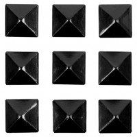 Grip Gravity Pyramid Studs
